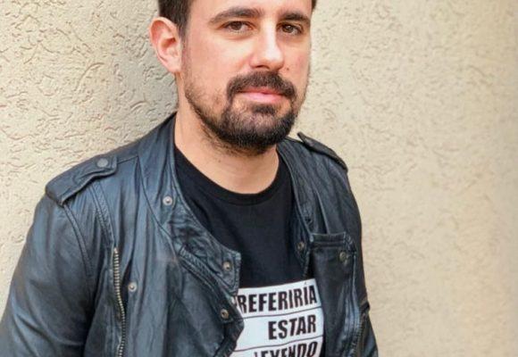 """Juan Sklar: """"La ficción no tiene por qué estar proponiendo una manera de ver el mundo"""""""